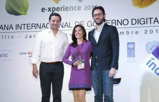 Alta Consejería Distrital de TIC recibiendo el premio a la innovacion