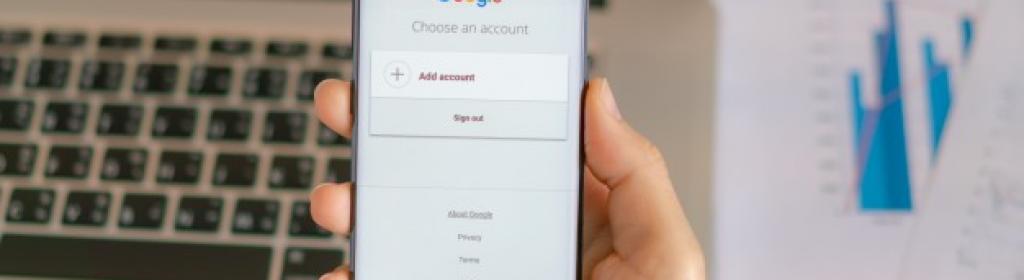 Celular en una pagina de google